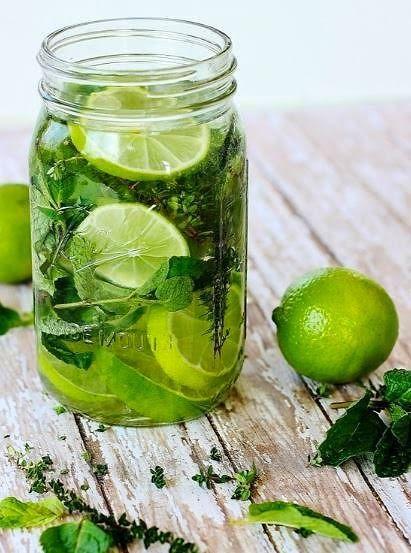 Misket limonlar ile taze naneyi kaynatıyoruz.